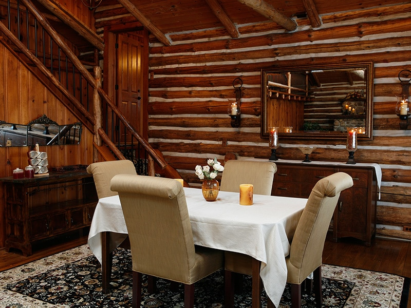 dining table in log cabin