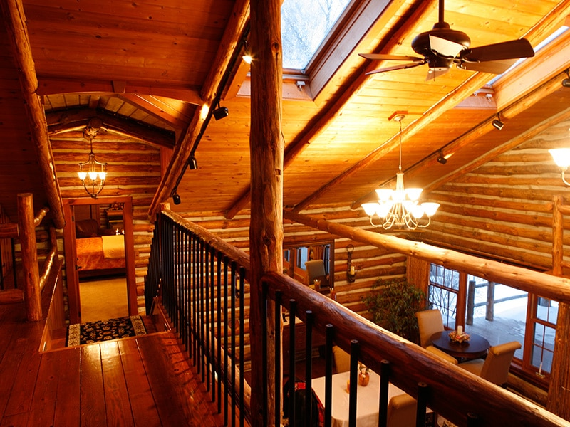 balcony in log cabin
