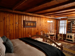 woodsview bedroom at chalet of canandaigua